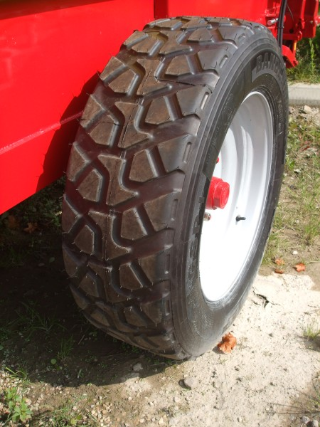 Heavy duty commercial tyres